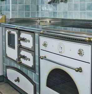 Armani arredocasa stufe caminetti cucine a legna e html for Cucine pertinger